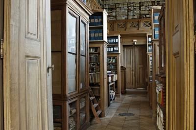 Visite Des Salles De Bibliothèque et Réunion De La Société Des Antiquaires De Picardie à Amiens