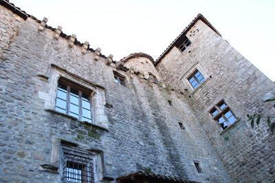 Visite Du Château-musée à Desaignes