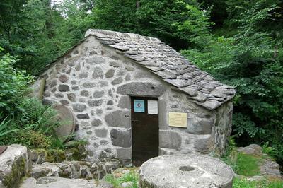 Visite Du Moulin Restauré De Niervèze à Thiezac