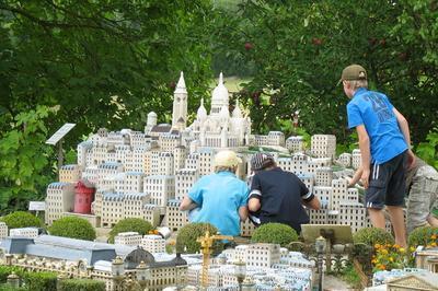 Visite Du Petit-paris En Miniature à Vaissac
