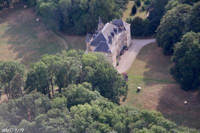 Visite Extérieure Du Domaine Autour Du Château D'armanais à Balbins