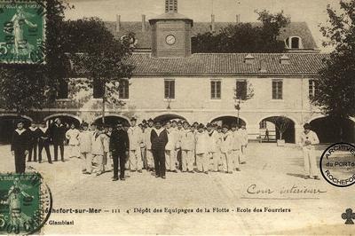 Visite Guidée D'un Magasin De Conservation D'archives à Rochefort