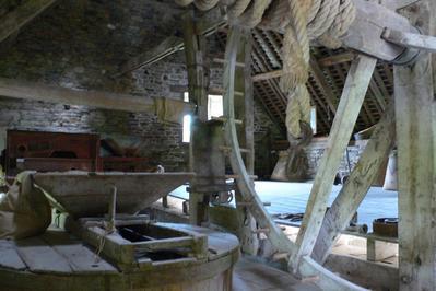Visite Guidée D'un Moulin à Eau à Cuves