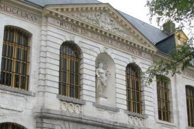 Visite Guidée De L'ancien Palais De Justice, Datant Du Xviiie Siècle Et De L'exposition Sur L'histoire Et L'archéologie De Bailleul