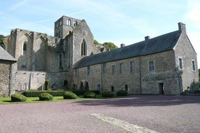 Visite Guidée Des Bâtiments Conventuels De L'abbaye à Hambye