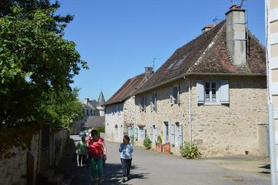 Visite Guidée Du Bourg à Saint Jean Ligoure