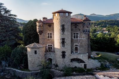 Visite Guidée Du Château De Hautsegur à Meyras