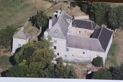 Visite Guidée Du Château De Montvallat. à Chaudes Aigues