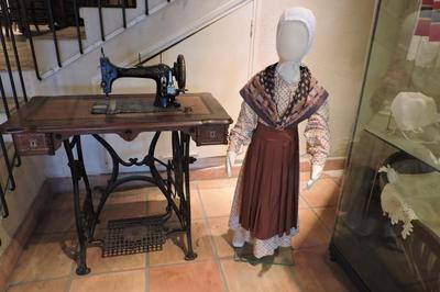 Visite Guidée Du Musée Du Vêtement Provençal à Sollies Ville