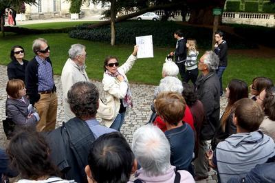 Visite Guidée Du Quartier De La Cathédrale Par Un Guide-conférencier à Tours