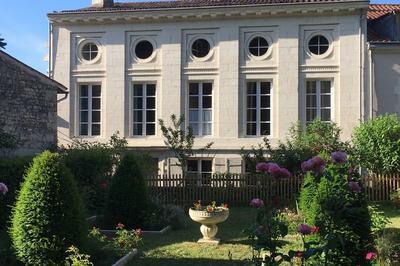 Visite Guidée Et Commentée De L'hôtel Particulier Du 18ème Siècle à Fontenay le Comte