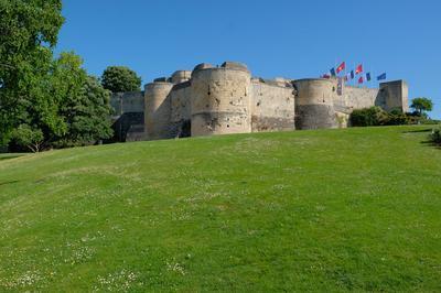Visite Guidée : Le Château De Caen Au Crépuscule