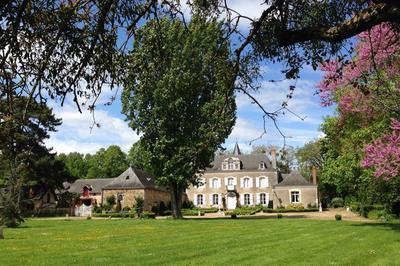 Visite Guidée Par Les Propriétaires Du Chateau De La Montchevalleraie à Avire