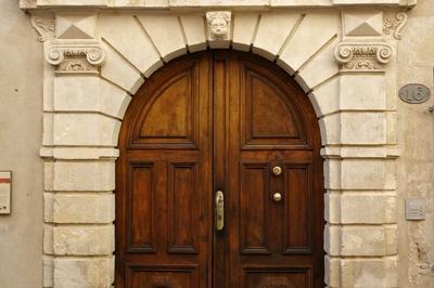 Visite Libre De La Cour à Nimes
