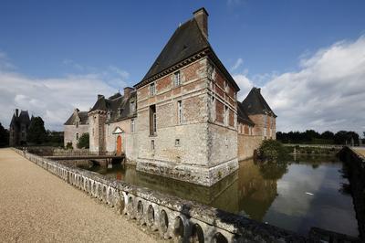 Visite Libre Du Château De Carrouges : Un Château Où Tout Est Couleur!