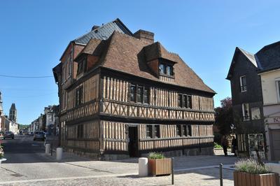 Visite Libre Du Musée Et De L'exposition En Bonnes Mains à Orbec