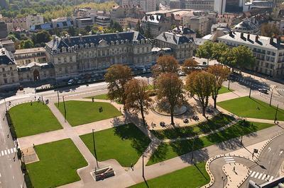 Visites Des Salons De Réception De La Préfecture De L'isère. à Grenoble