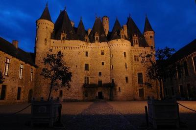 Visites Guidées Du Château Avec Accès Autonome Aux Jardins, Soirée Du 15 Avec Dîner Gourmet Et Visite Nocturne à Jumilhac le Grand