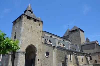 Visitez La Cathédrale Sainte-marie à Oloron sainte Marie