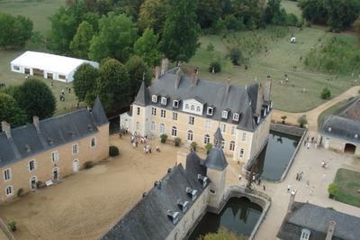 Viste Du Château Et Parc De Dobert à Avoise