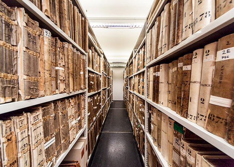 À La Découverte Des Coulisses Des Archives De Lyon Avec Toute L'équipe