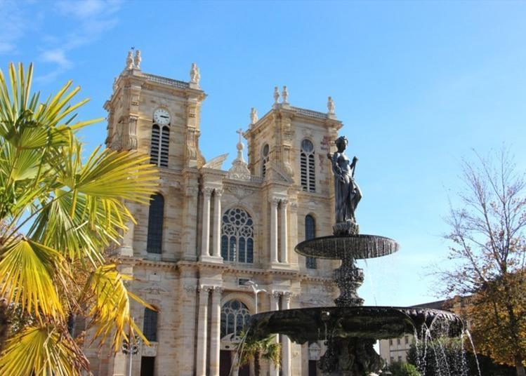 Accès En Haut De La Tour De La Collégiale Notre Dame De L'assomption à Vitry le Francois