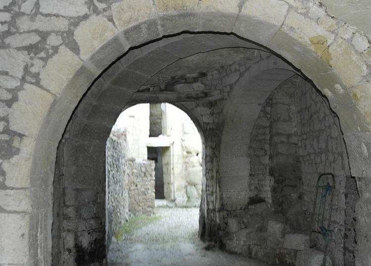 Anciennes Habitations Troglodytiques à Louerre