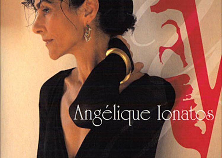 Angelique Ionatos à Les Lilas