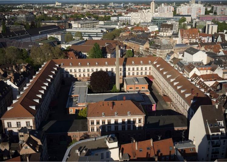 Animations Dans La Cour De La Manufacture Dans Le Cadre Des Portes Ouvertes À La Manufacture à Strasbourg