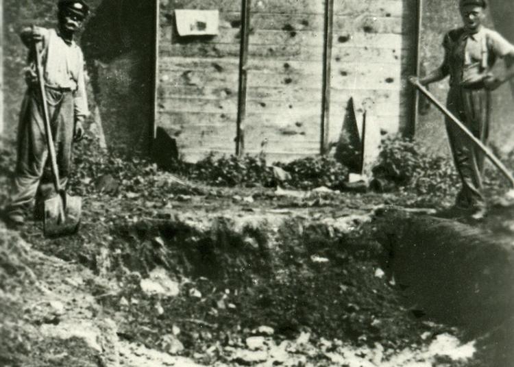 Août 1944, à La Veille De La Libération, Exécution De Résistants Au Château De Vincennes