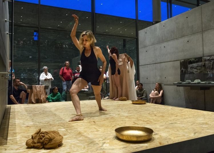 Artefacts, Performance Dansée à Saint Leger Sous Beuvray