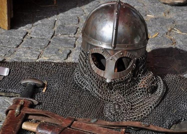 Atelier De Combats Historiques Dans Les Jardins à Perpignan