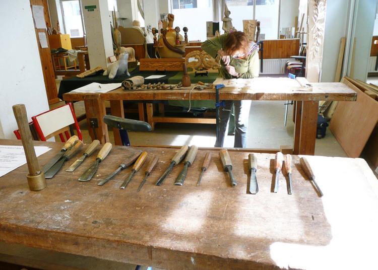 Atelier Sculpture Sur Bois Par Guy Lafond Au Château Borel à Saint Egreve