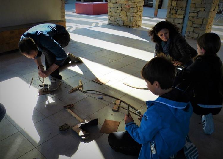 Ateliers De Démonstration Et D'experimentation Autour Du Feu Et De La Fabrication Des Vêtements Pendant L'antiquité à Villetelle