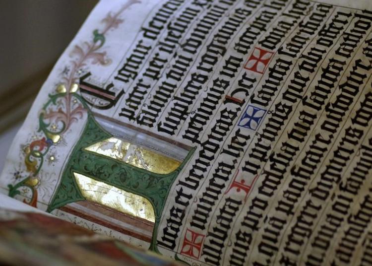 Ateliers Initiation à L'art De L'enluminure Sur Un Cartouche De Cartes Anciennes. à Clermont Ferrand