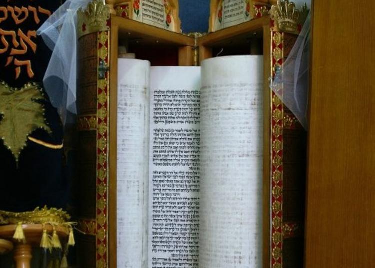 Au Coeur Même D'une Synagogue à Colombes