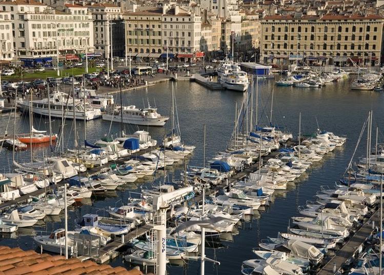 Autour Du Vieux-port : D'une Rive à L'autre à Marseille
