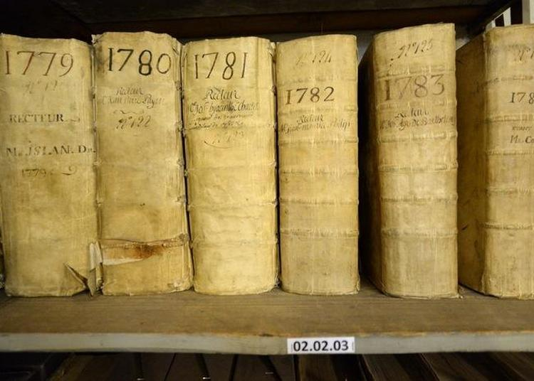 Avant Les Archives, Le Mont De Piété Au Archives Municipales à Avignon