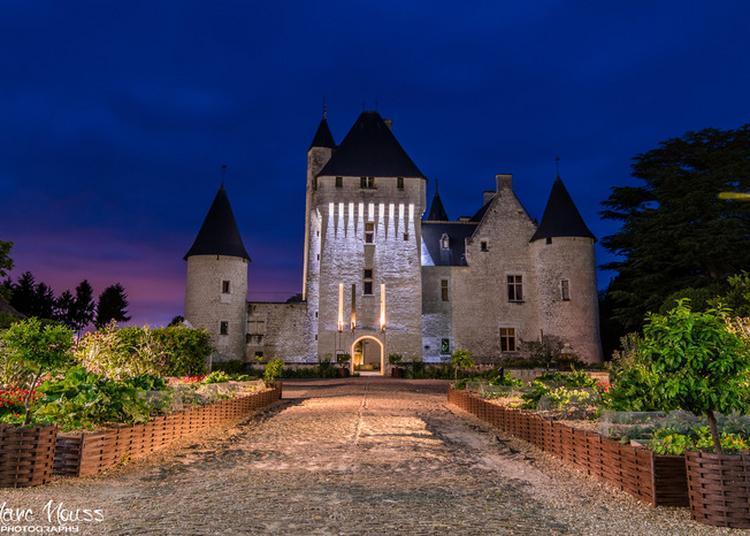 Bal Costumé Au Château à Lemere