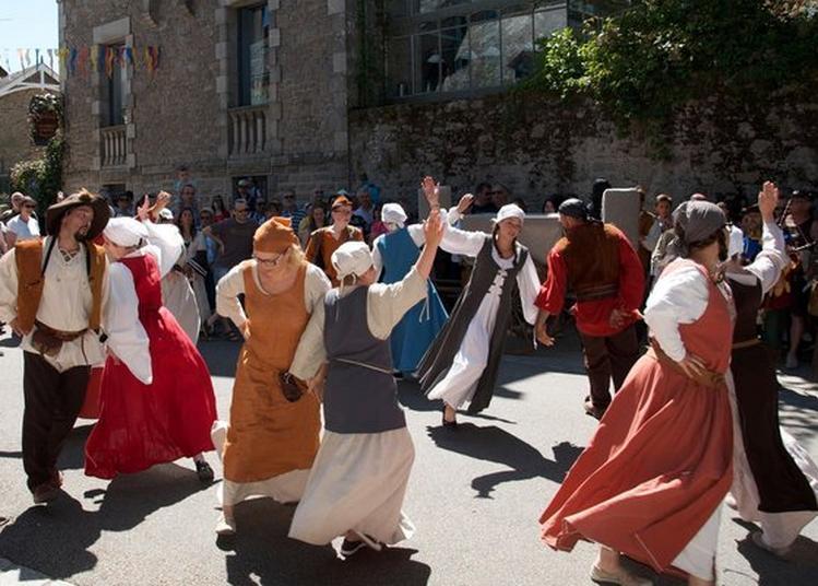 Bal Renaissance Par La Troupe Marazula à Saint Etienne le Molard