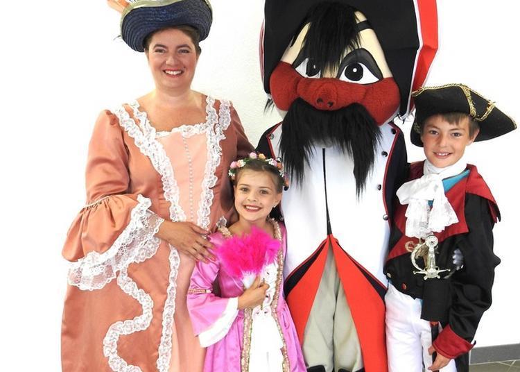 Balade En Costume D'époque à Charbonnieres les Varennes