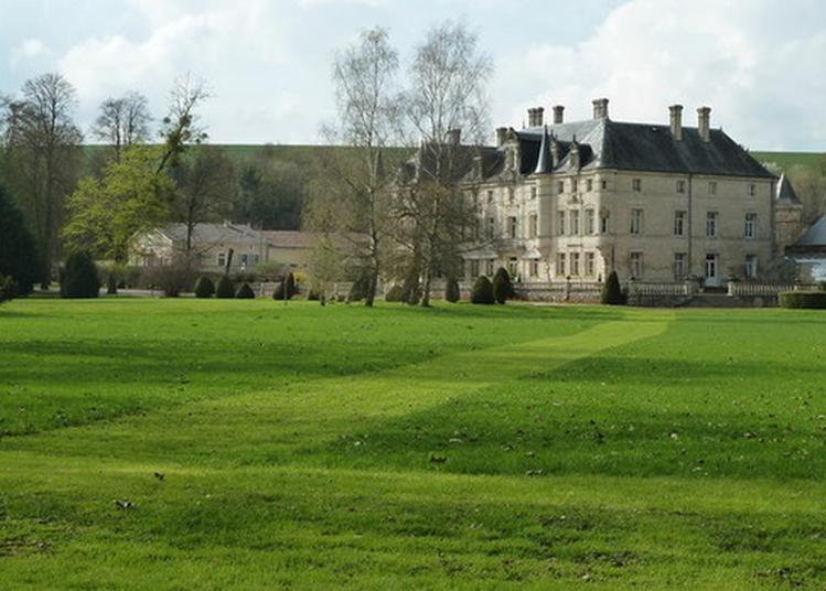 Ballade Dans Le Parc D'un Château Xixeme Siècle, Inscrit En Partie. à Les Monthairons