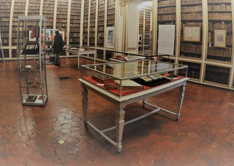 Bibliothèque En Guerre à Versailles