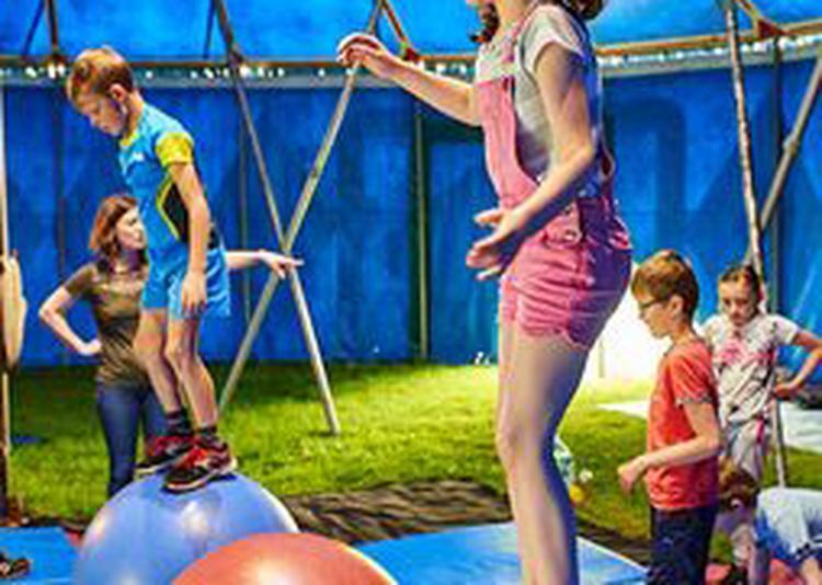 Bing Bang Circus pour fêter le 10ème anniversaire de la médiathèque de Fougères ! à Fougeres