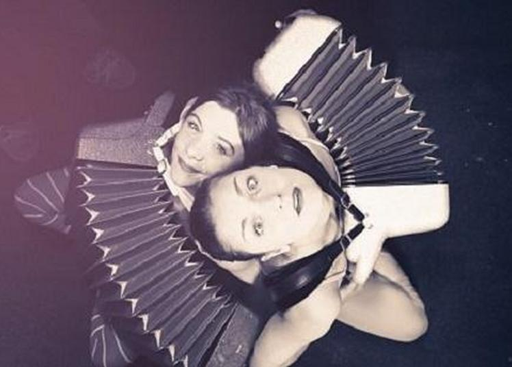 «Bob & Hercule»: ils sont elles! Un duo féminin d'accordéonistes loufoques à Monterfil