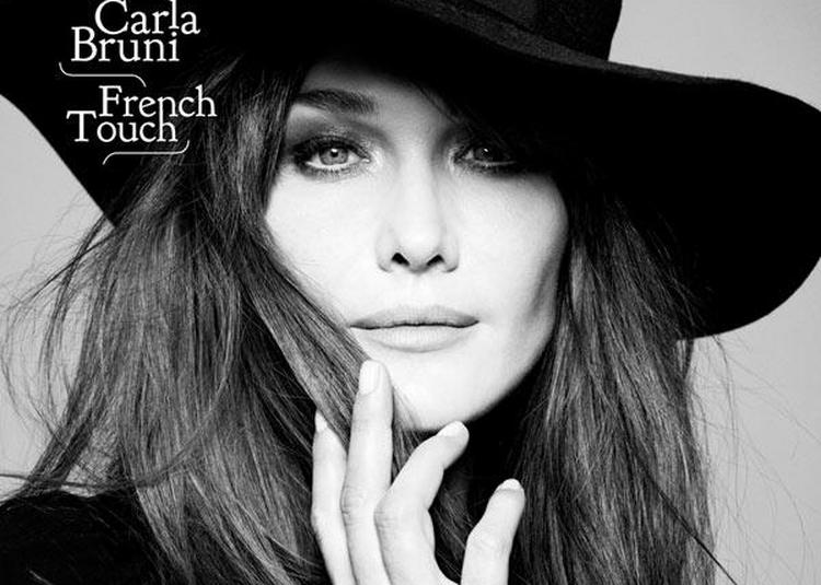 Carla Bruni à Paris 8ème