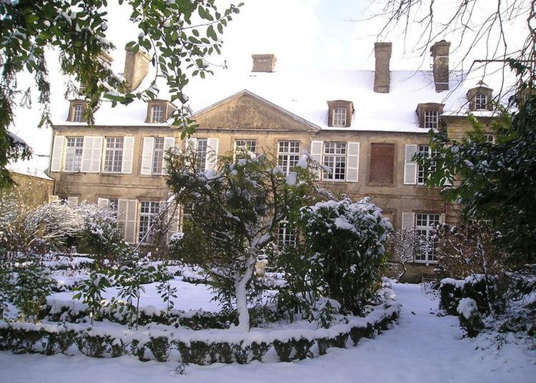 Causerie Autour De J. Barbey D'aurevilly Et De L'hôtel De Grandval-caligny à Valognes