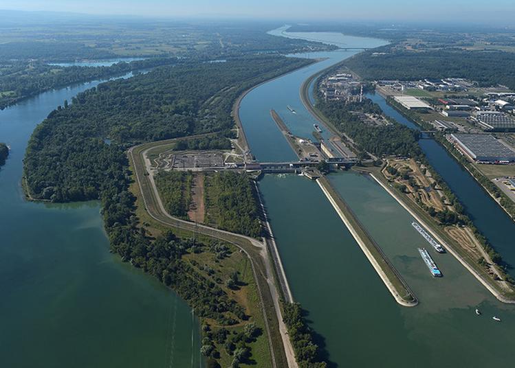 Centrale Hydroélectrique Et Écluses Edf à Strasbourg