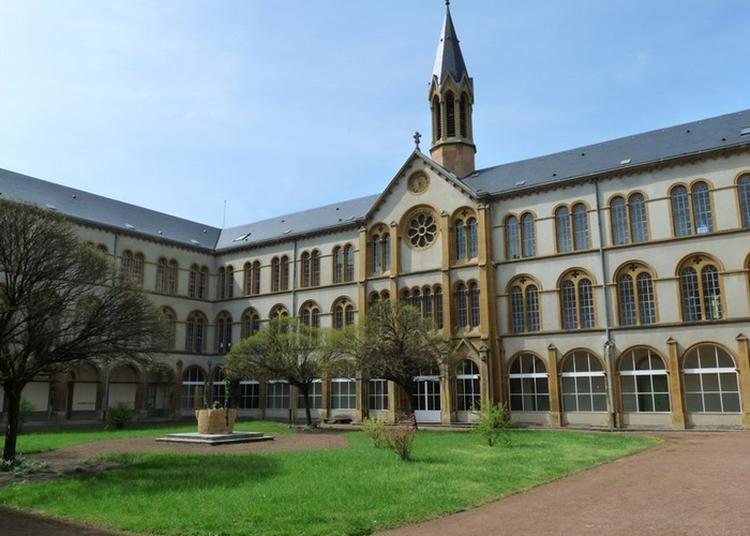 Cloître De L'ensemble Scolaire Jean-xxiii à Montigny les Metz