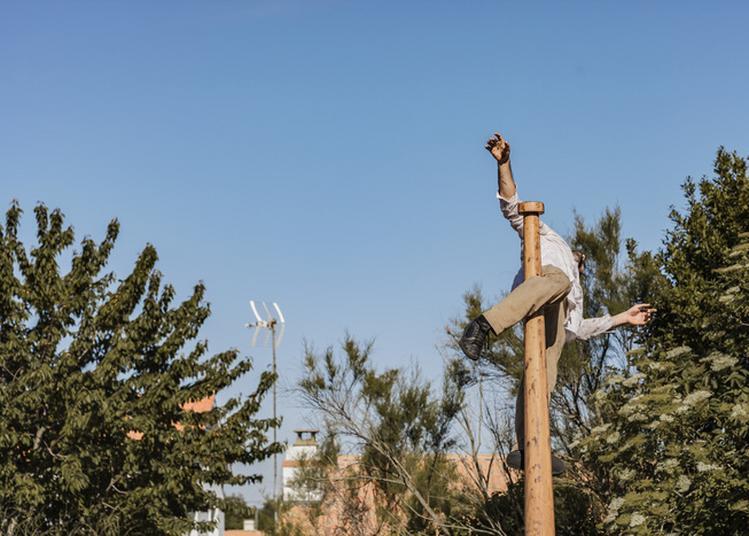 Comment J'ai Tenté Le Ciel : Solo De Cirque Dans Le Cadre D'encore Les Beaux Jours, Festival Des Arts De La Rue Dans Des Lieux Insolites à Gif sur Yvette